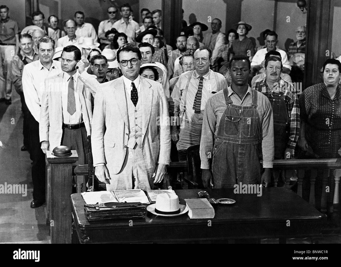 GREGORY PECK & BROCK PETERS, TO KILL A MOCKINGBIRD (1962) Stockbild