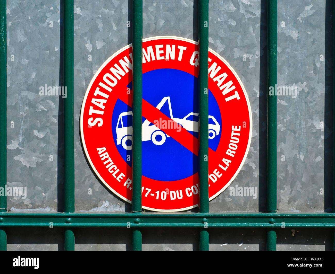 Privathaus Auto Zugang Eingangstor mit No Parking / Abschleppen ...