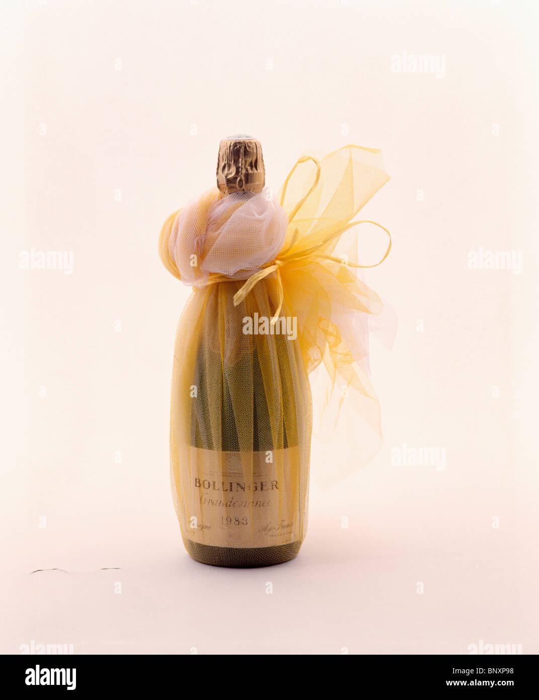 Favorit Nahaufnahme der Flasche Champagner mit gold Voile für Weihnachten QV61