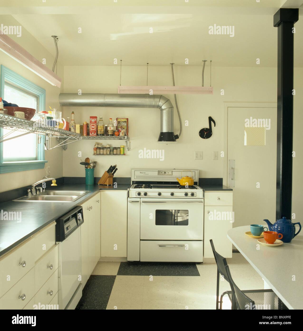 edelstahl dunstabzugshaube rohr und wei herd in modernen all wei en k che entworfen von koning. Black Bedroom Furniture Sets. Home Design Ideas
