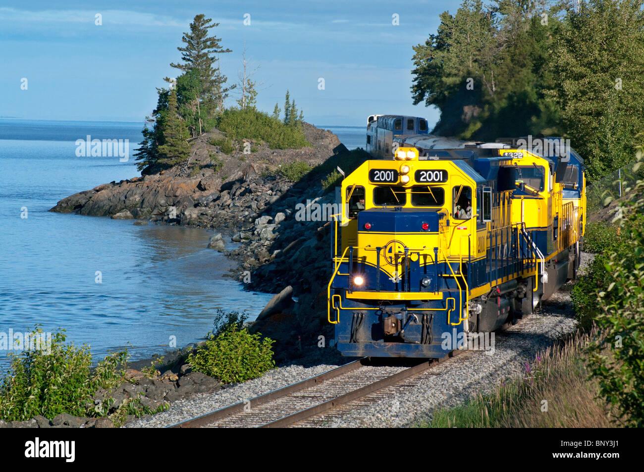 Alaska Railroad Zug Reiten entlang Turnagain Arm in Alaska Stockfoto
