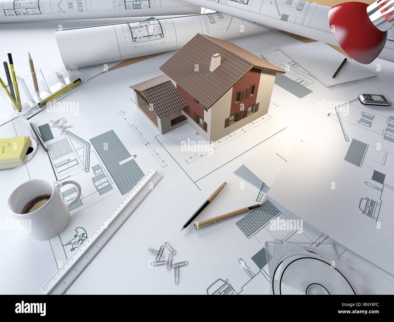 Zeichentisch eines Architekten mit Plänen und 3D-Modell eines Hauses Stockbild