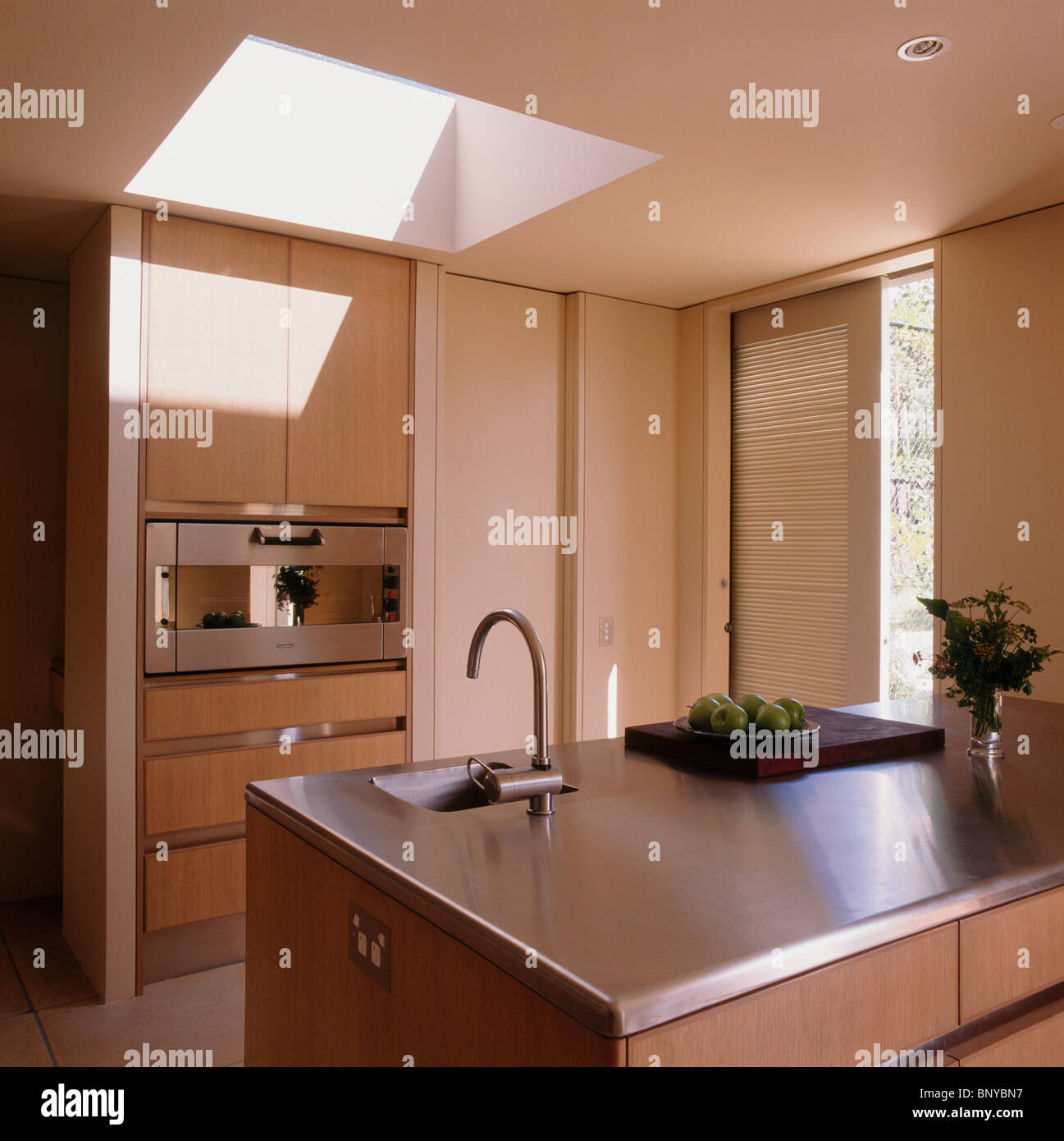Kleine Unter Satz Waschbecken In Edelstahl Arbeitsplatte Auf Insel Gerät In Moderne  Küche Erweiterung