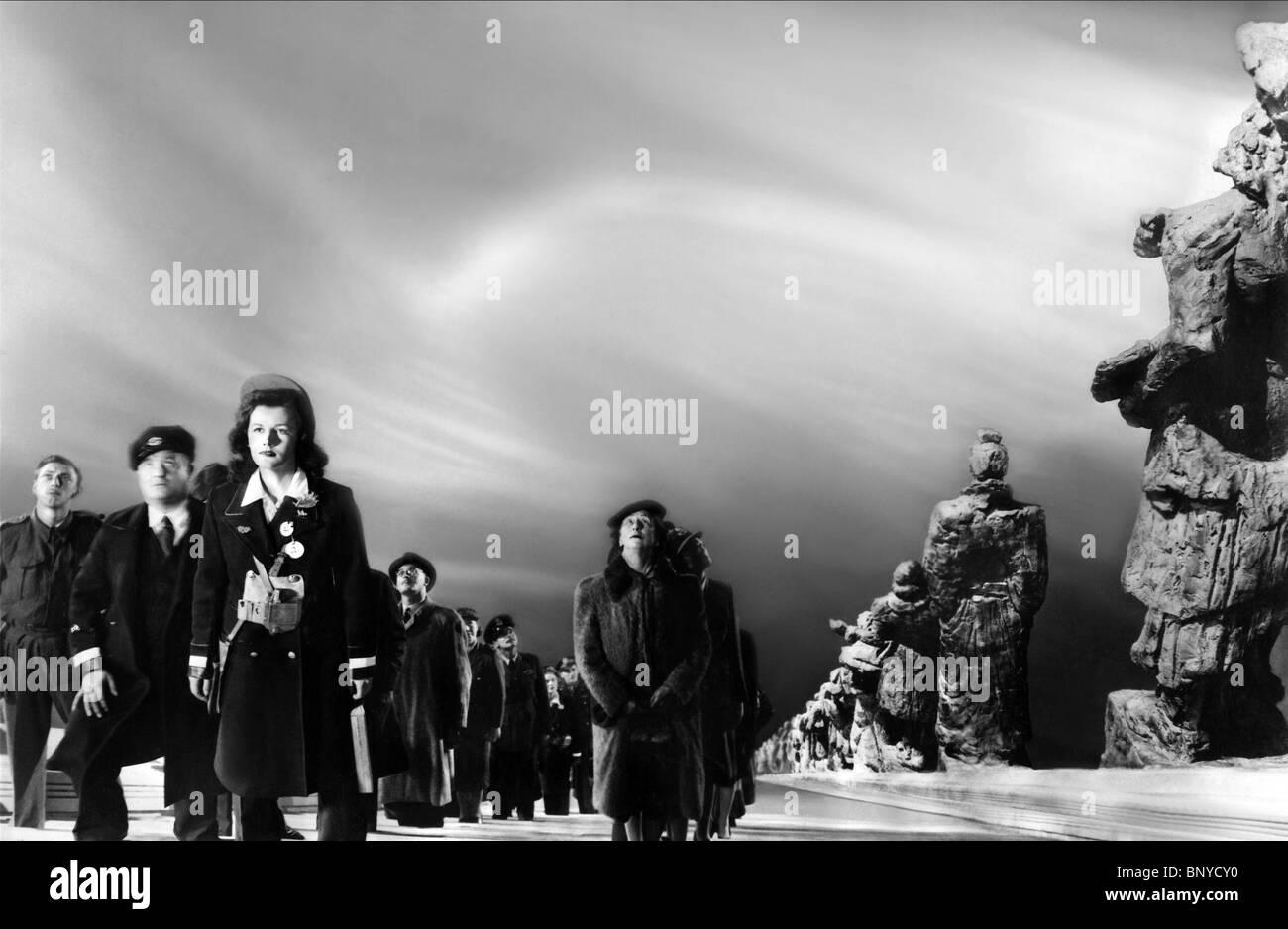 DIE LEUTE STARREN BEI SKY EINE FRAGE VON LEBEN UND TOD; STAIRWAY TO HEAVEN (1946) Stockfoto