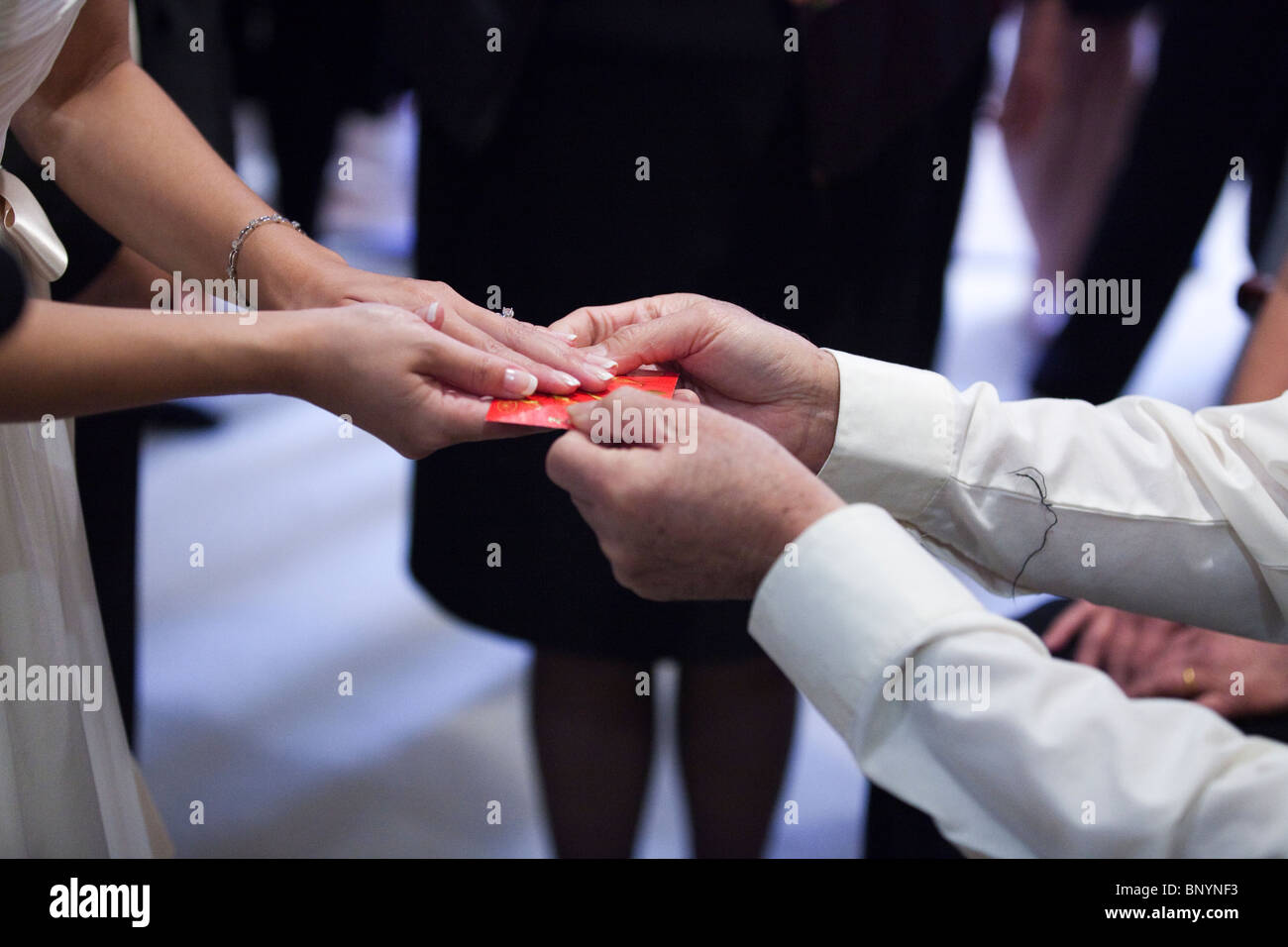 Geschenketausch Stockfotos & Geschenketausch Bilder - Alamy