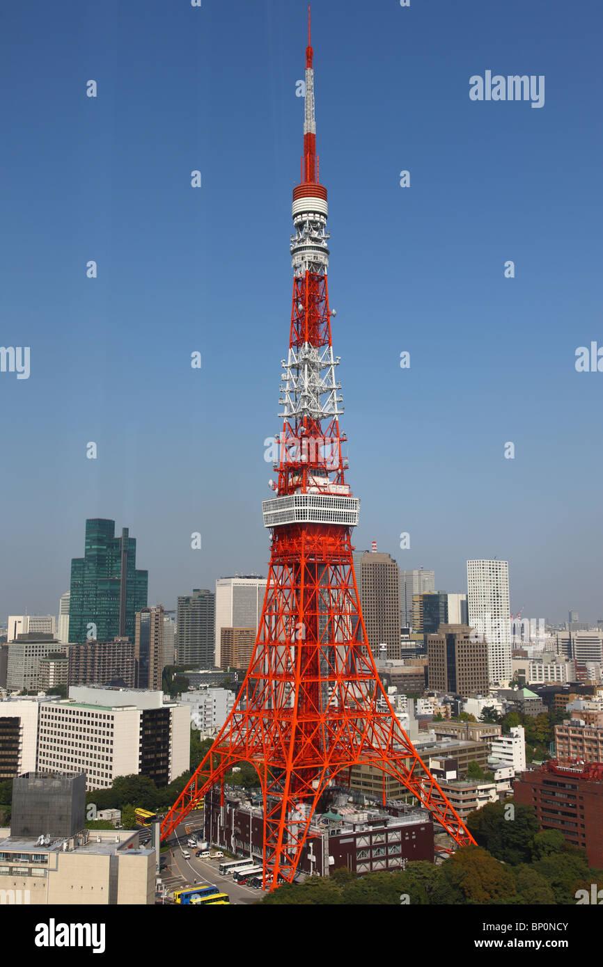 Tokyo Tower, wolkenlosen Tag mit blauem Himmel Stockbild