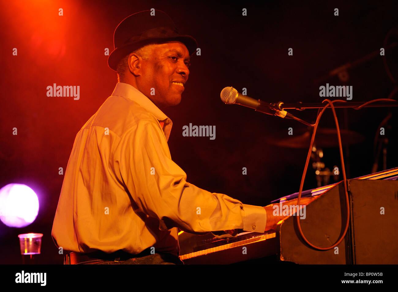 Booker T. Jones, US-Blues-Sänger-Musiker spielt Hammond B3-Orgel. Hauptbühne Festzelt. Maryport Blues Stockbild