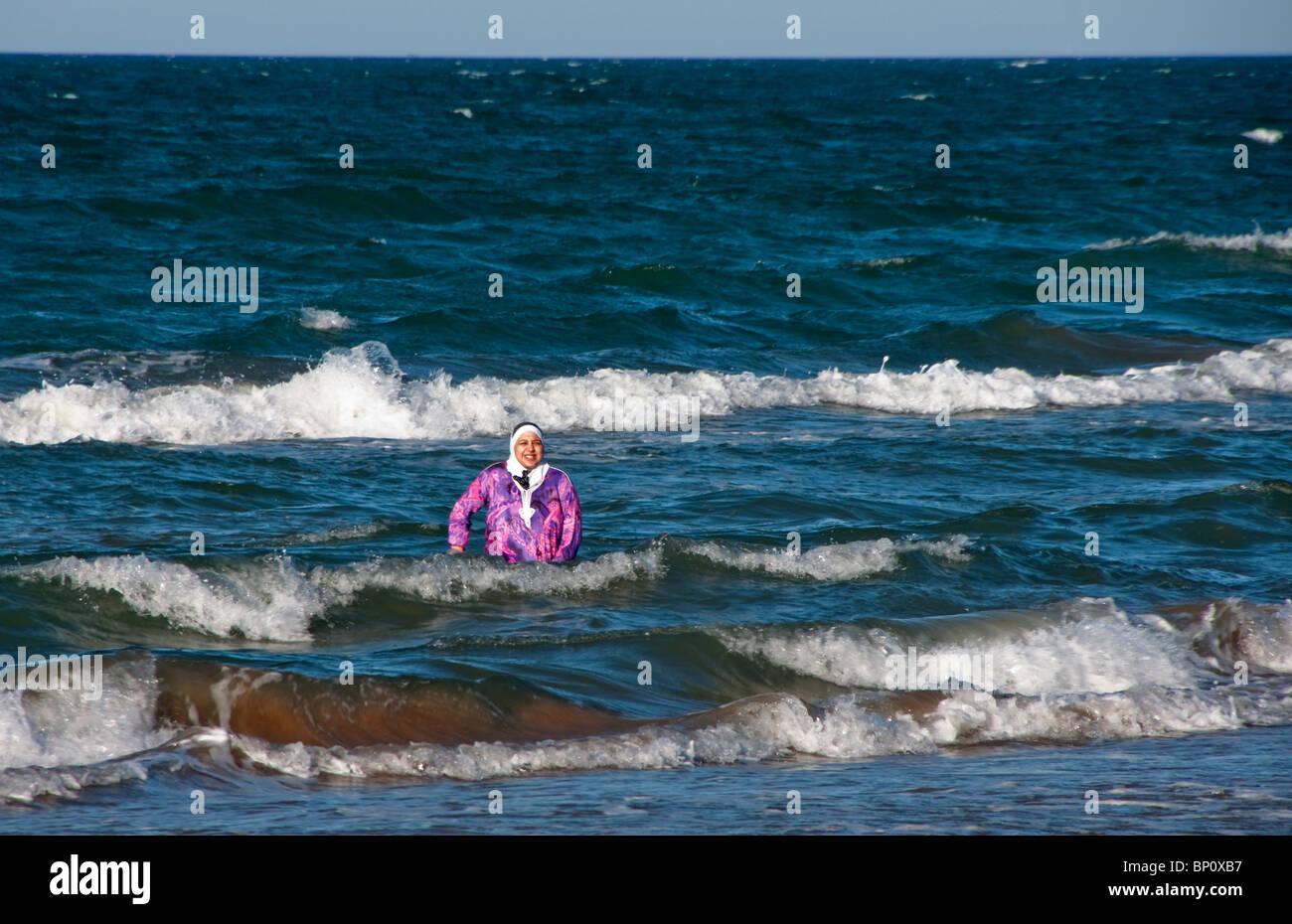 bekleidet schwimmen