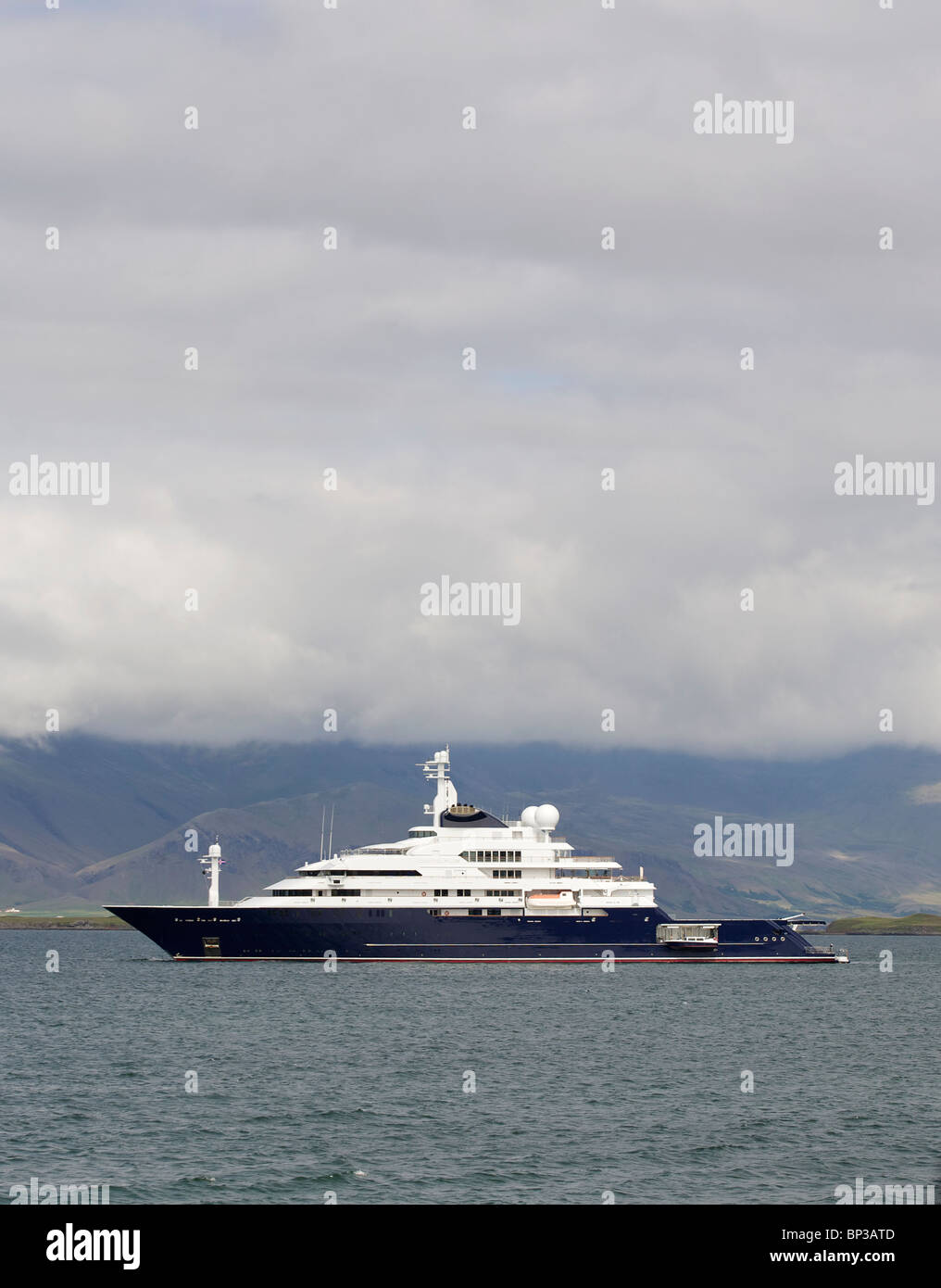Krake Die Grosste Gefuhrte Privat Yacht Im Besitz Von Paul Allen Co