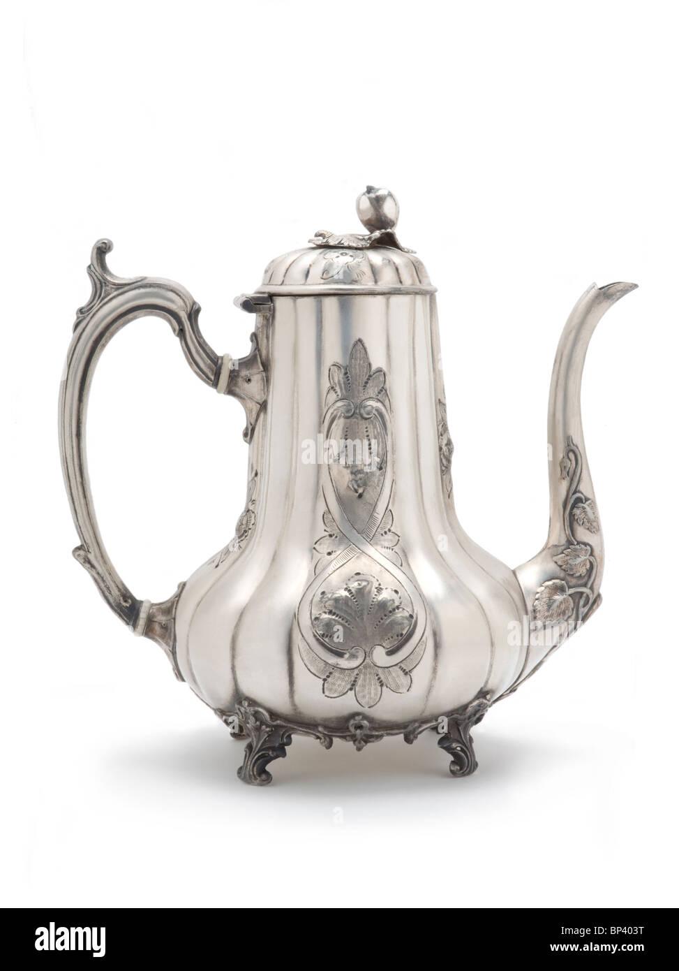 Antike silberne Teekanne auf weiß Stockbild