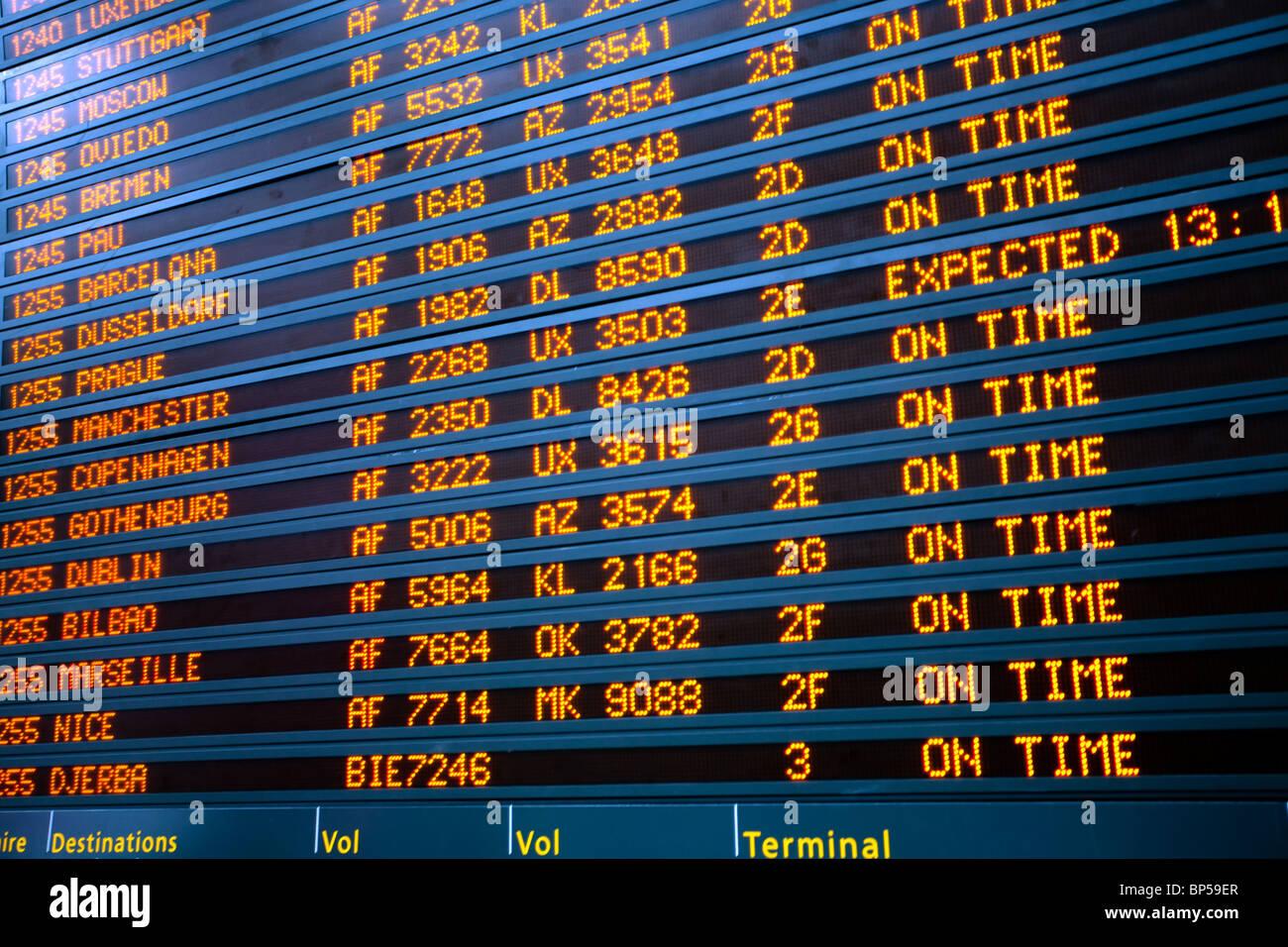 Flugzeug Abfahrt In Flughafen Paris Charles De Gaulle Board