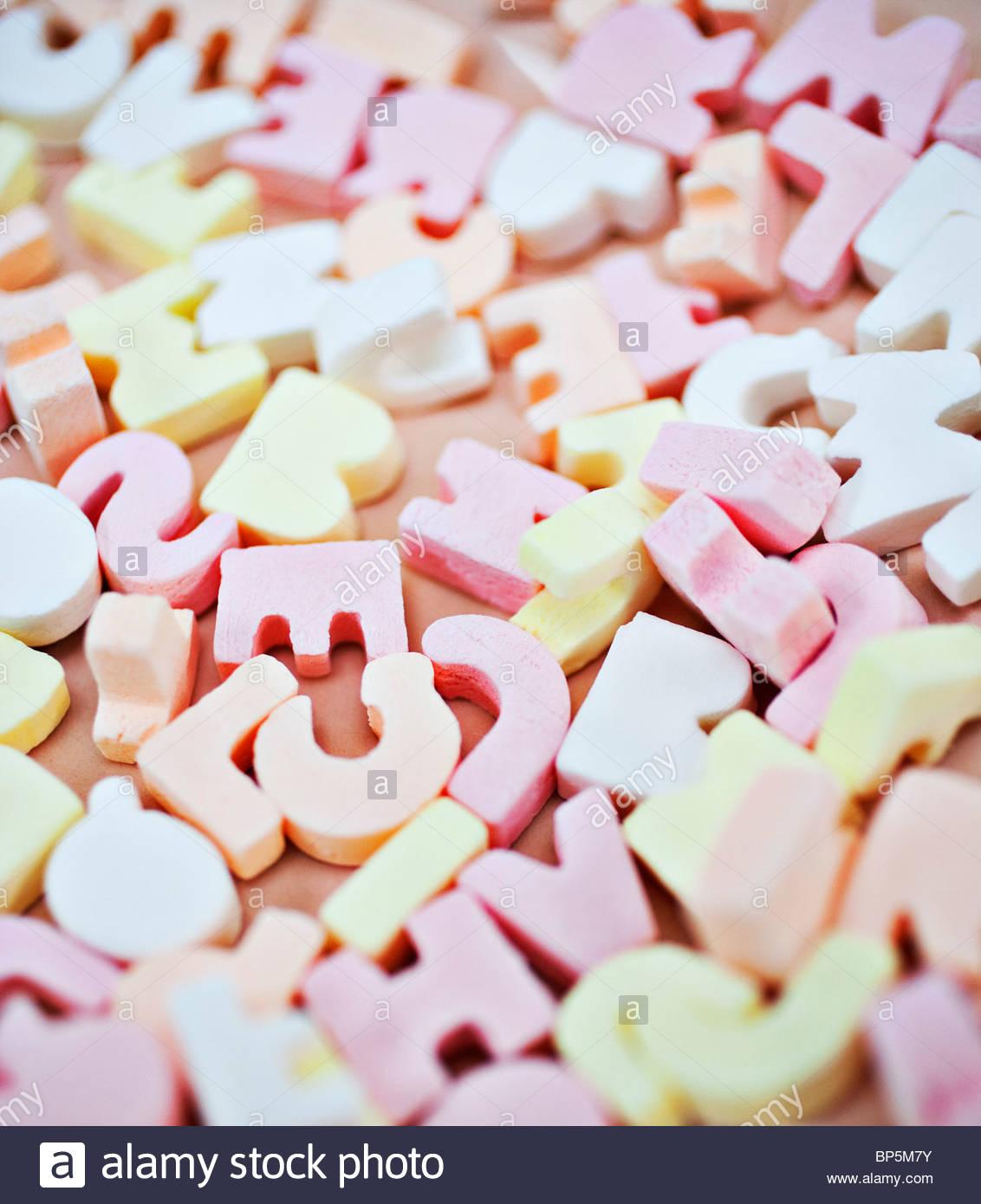 Nahaufnahme eines lebendigen Süßigkeiten alphabet Stockbild