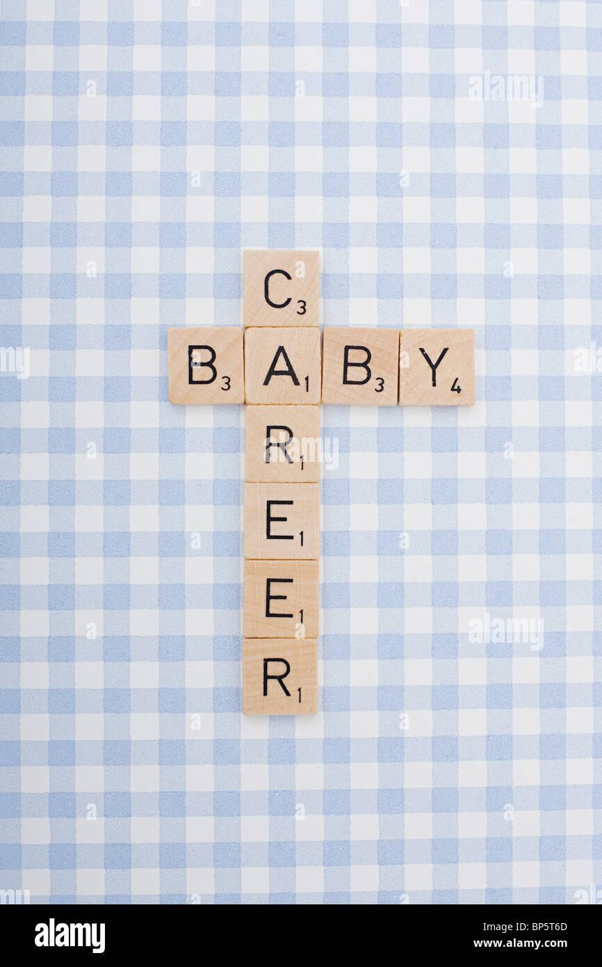 Spiel Fliesen Briefe Rechtschreibung Karriere und baby Stockbild