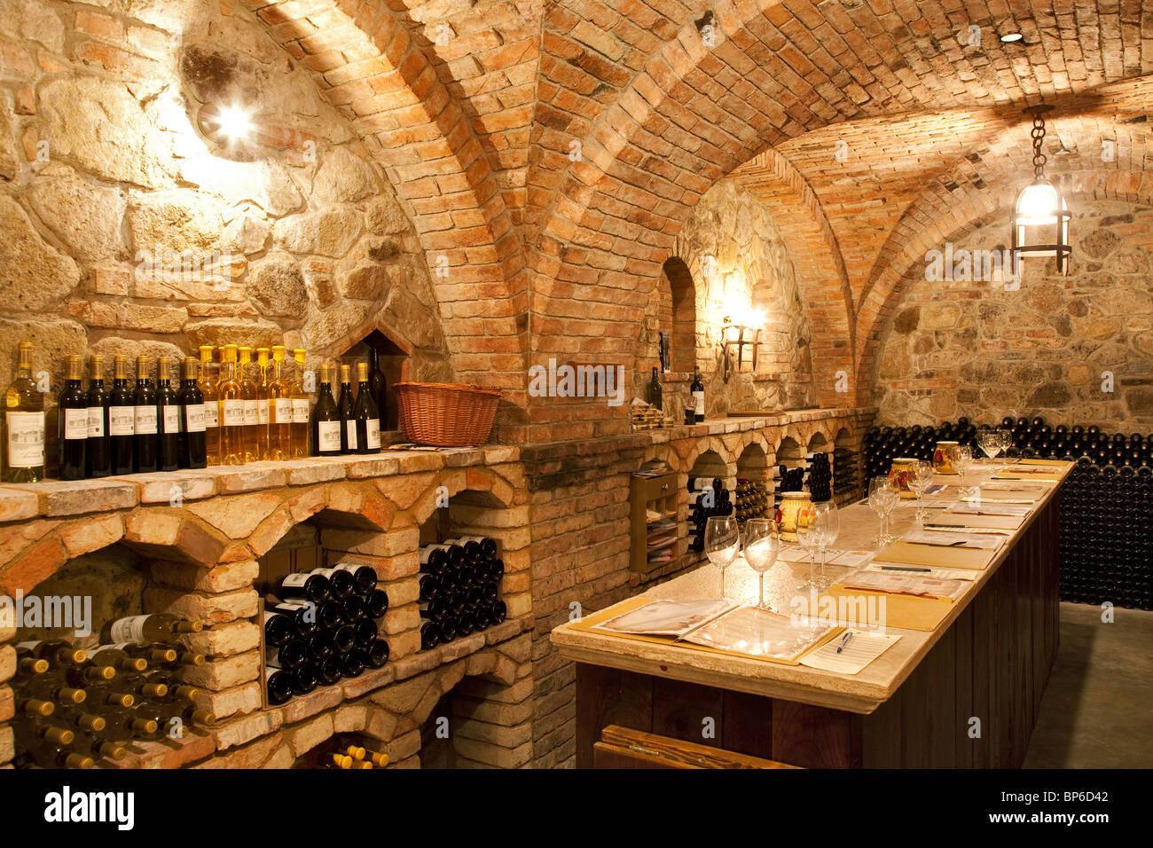 Weinprobe im Castello di Amorosa. Napa Valley, Kalifornien. Eigentum freigegeben Stockbild