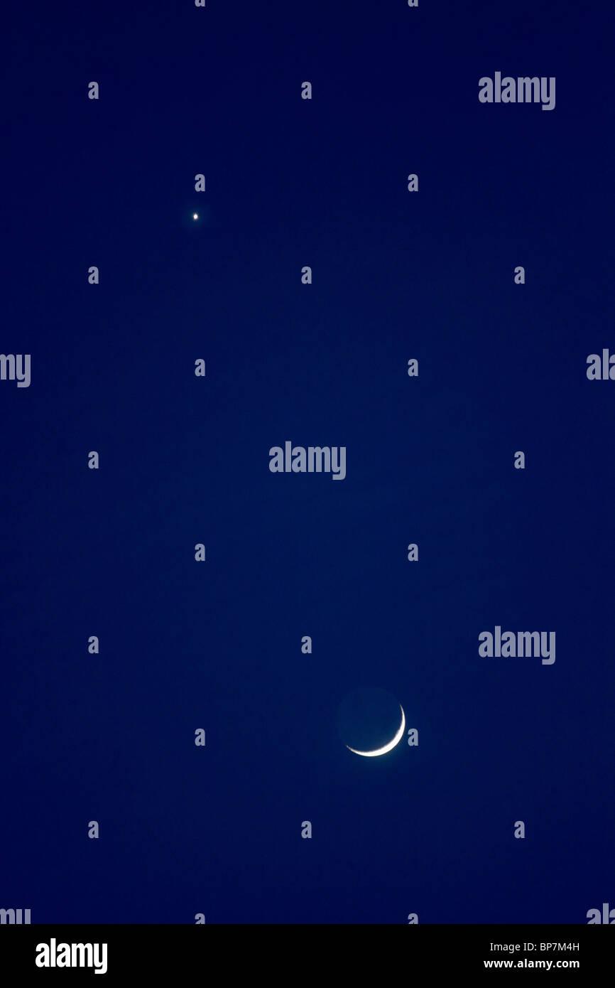 Mond und Venus Konvergenz in den Abendhimmel. Februar 2009. Stockbild