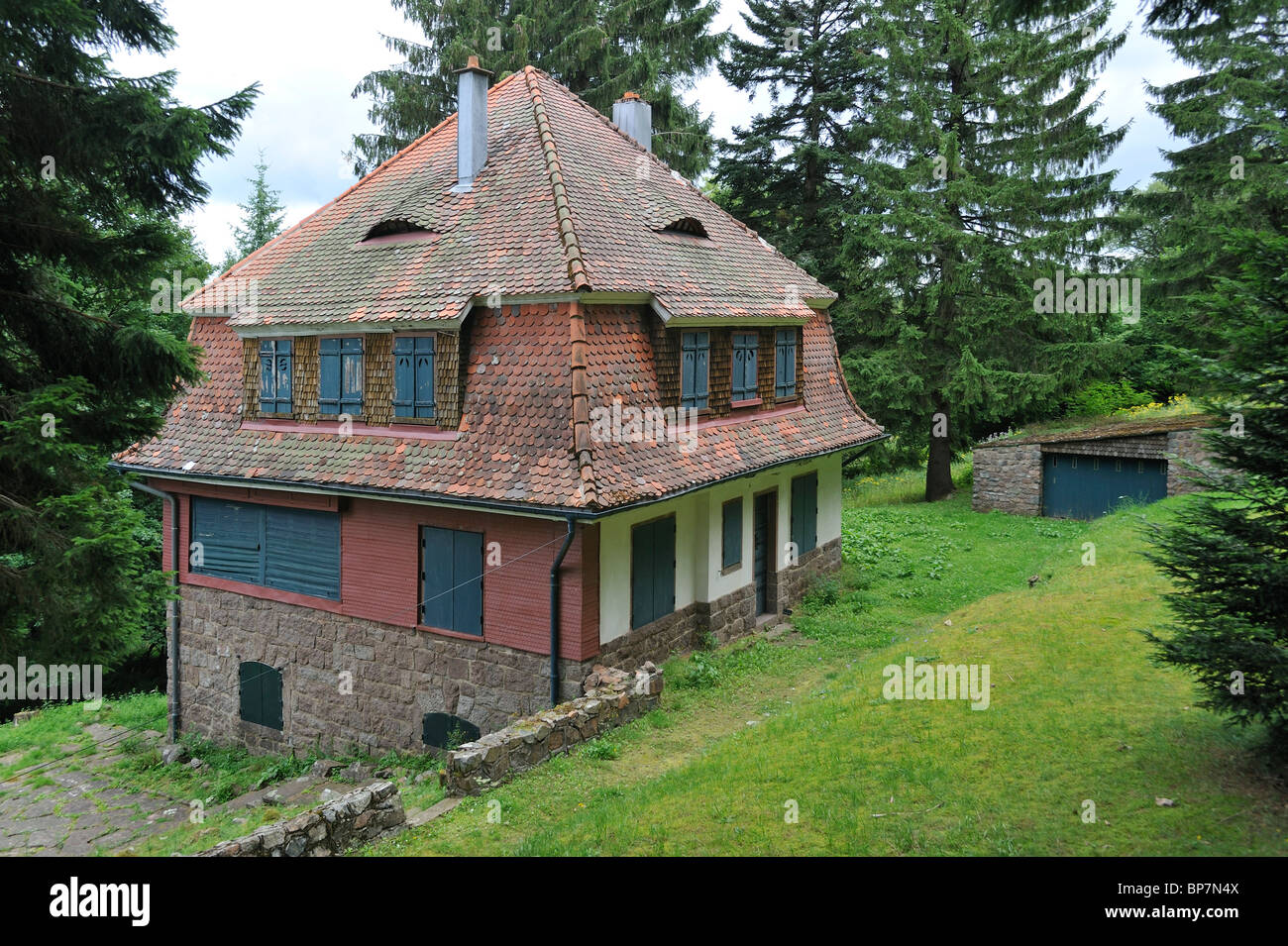 villa des kommandanten kramer in natzweiler struthof nur ww2 konzentrationslager der nazis auf. Black Bedroom Furniture Sets. Home Design Ideas