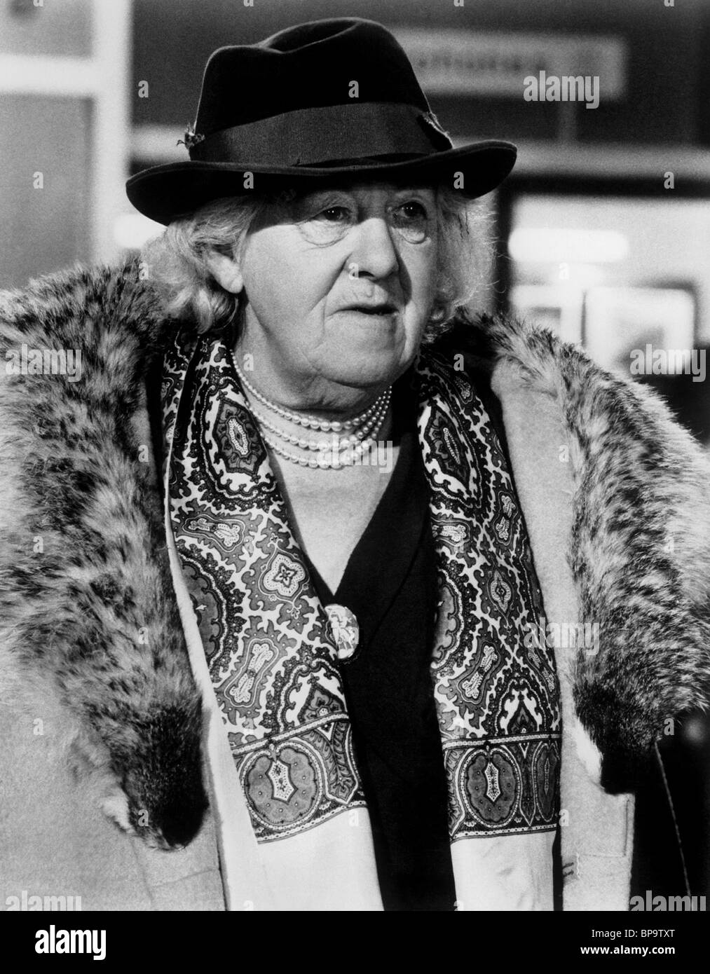 MARGARET RUTHERFORD V.I.P.S.; HOTEL INTERNATIONAL (1963) Stockbild
