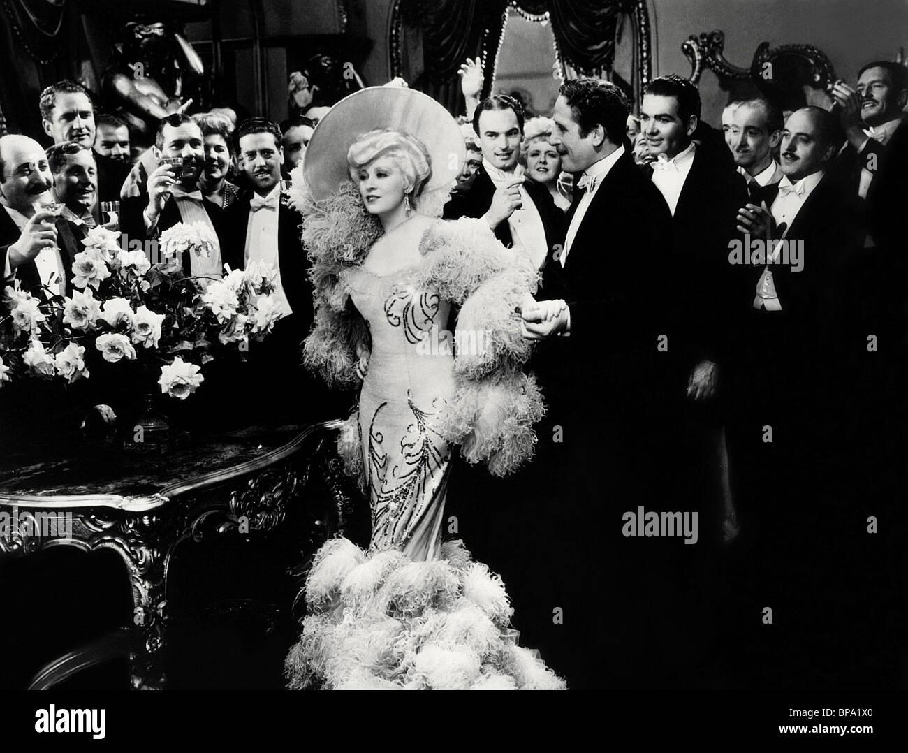 MAE WEST BELLE DER NEUNZIGER JAHRE (1934) Stockbild