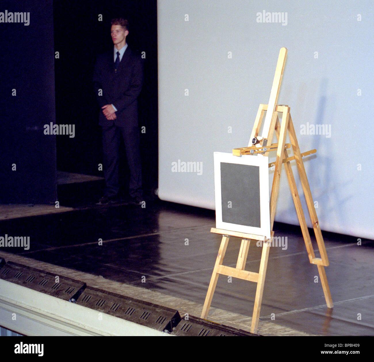 Schwarzes Quadrat von Kazimir Malevich geht zur Ermitage-Sammlung Stockfoto