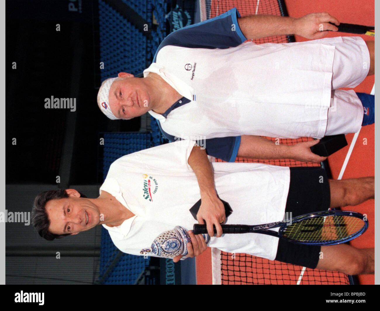 Bürgermeister von Moskau Luschkow und Sponsor des Kreml Cup Pierre de Labuchere Stockbild