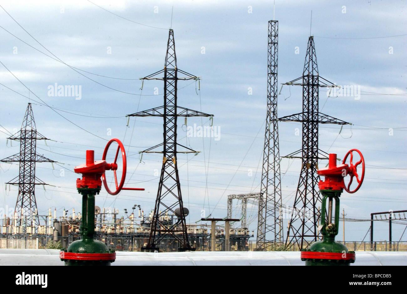 Elektrische Hochspannungsleitungen Stockbild