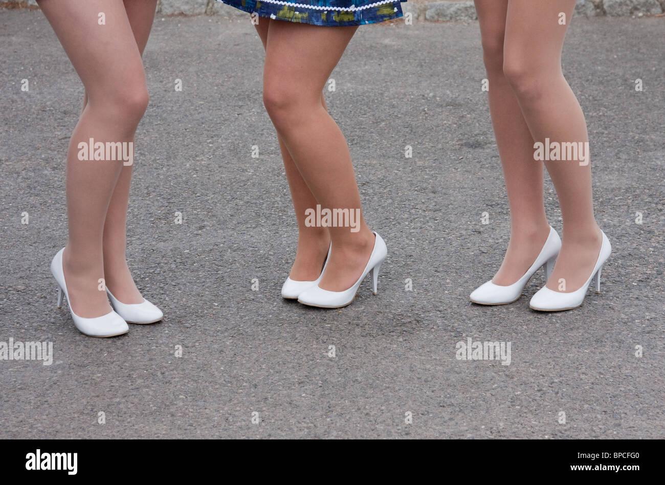 brand new ddf0d 95ea9 Drei 1950 / 60er Jahre style Damen Beine in weißen Schuhe ...