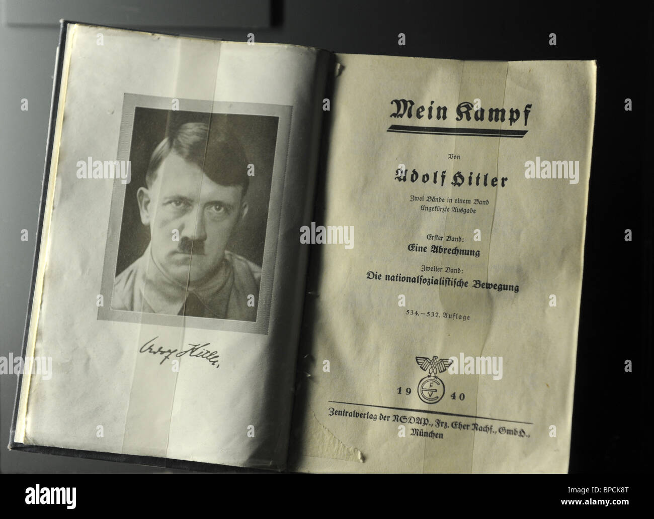 adolf hitlers buch mein kampf n rnberg deutschland. Black Bedroom Furniture Sets. Home Design Ideas