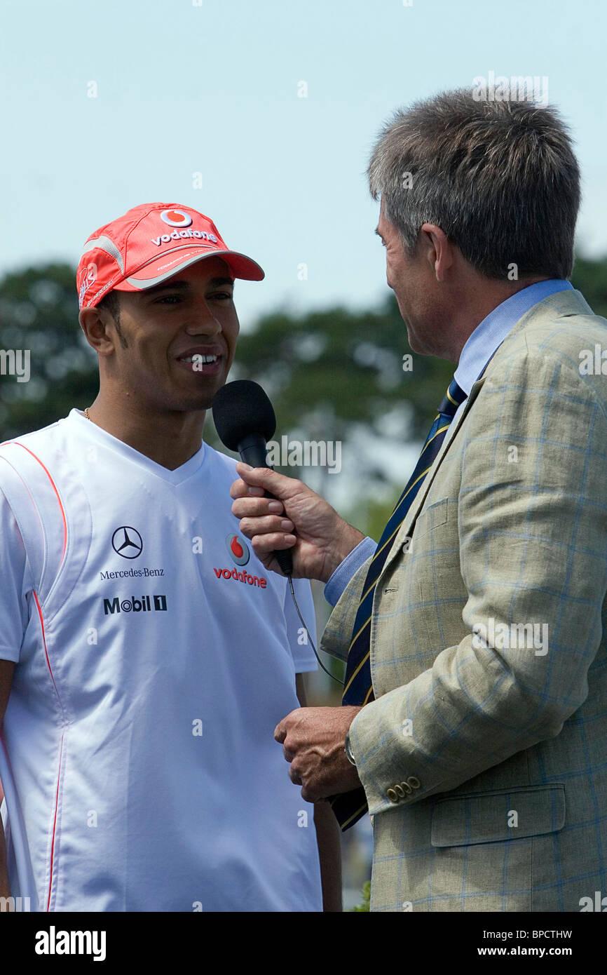 Lewis Hamilton wird auf der Brooklands-Festival von Tiff Needell interviewt Stockbild