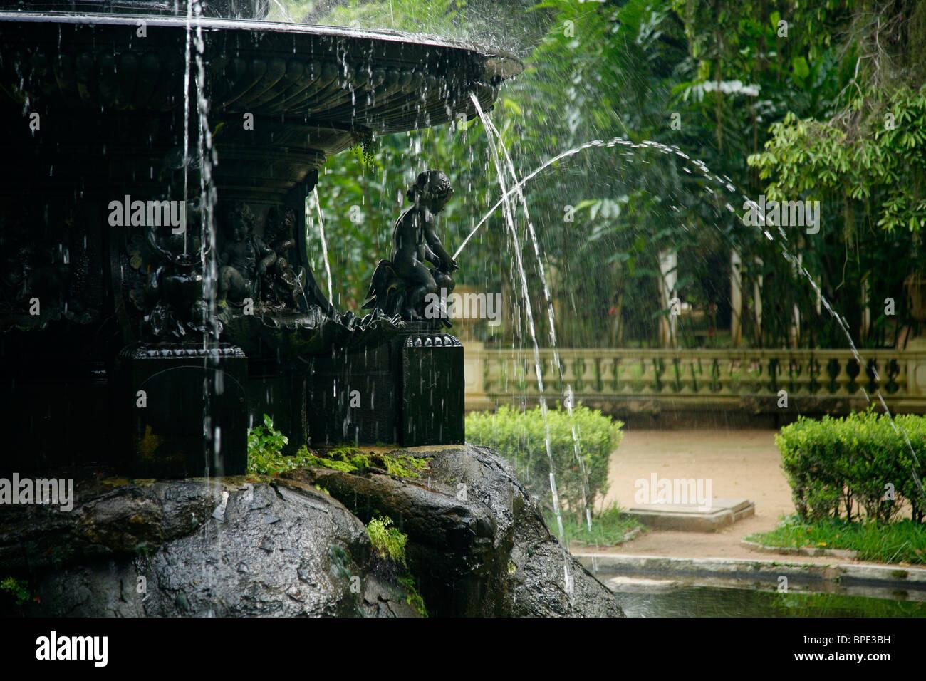 Brunnen am Jardim Botanico oder den Botanischen Garten, Rio De Janeiro, Brasilien. Stockbild