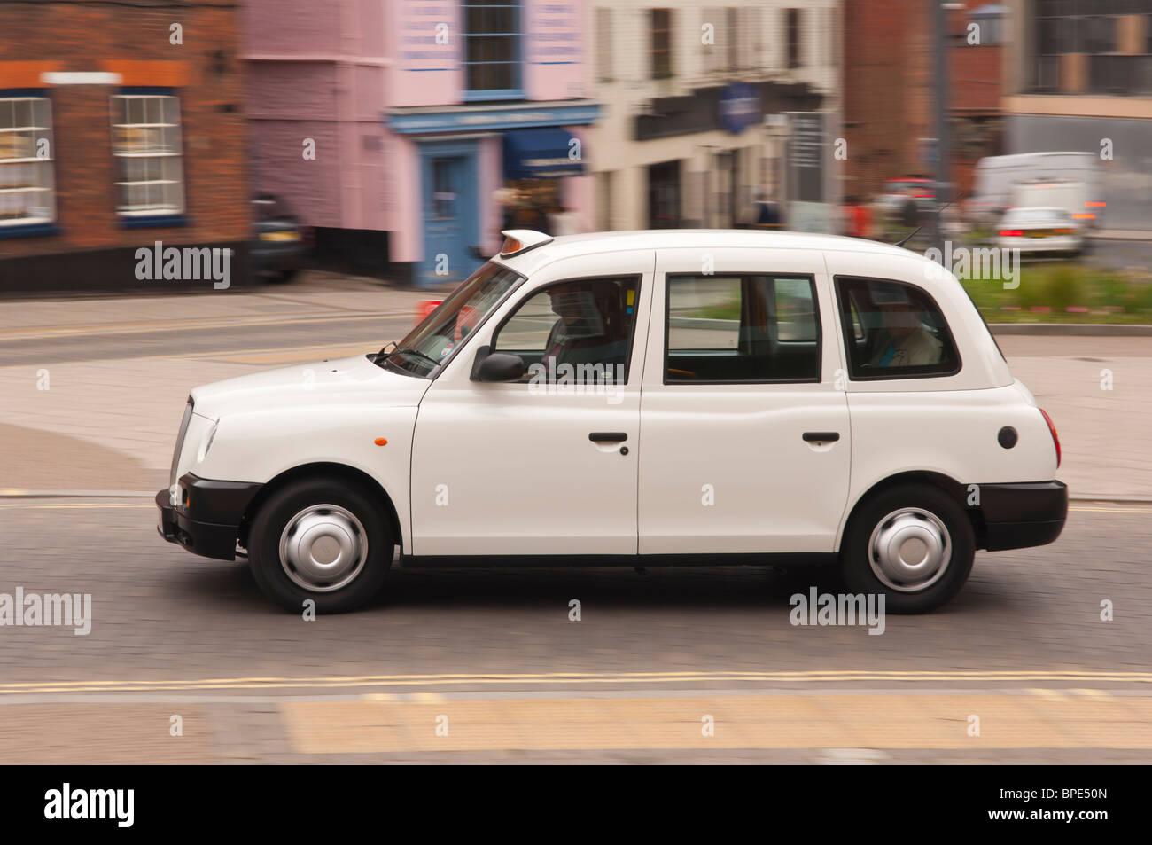 white london cab stockfotos white london cab bilder alamy. Black Bedroom Furniture Sets. Home Design Ideas
