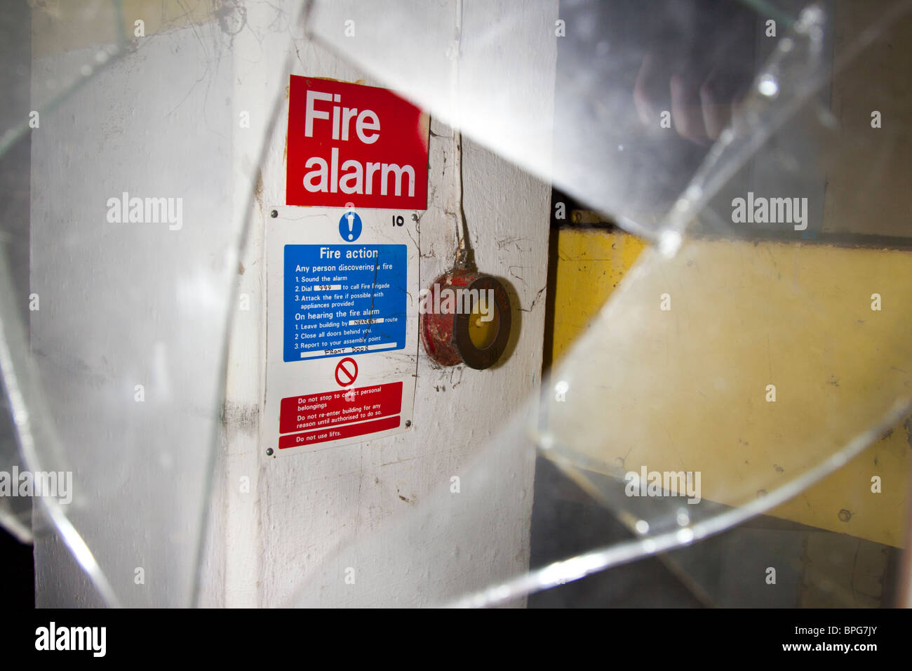 Broken Glass Door Stockfotos & Broken Glass Door Bilder - Alamy