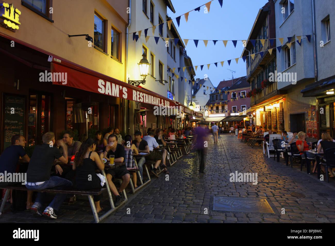 restaurants und pubs alt sachsenhausen frankfurt am main hessen deutschland stockfoto bild. Black Bedroom Furniture Sets. Home Design Ideas