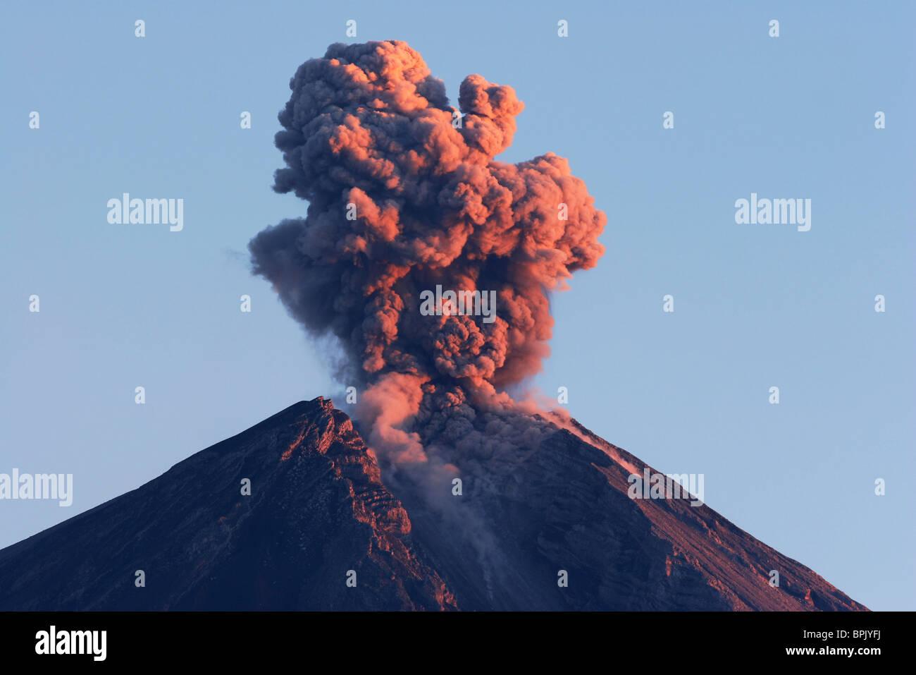 22. August 2005 - Semeru Ausbruch, Insel Java, Indonesien. Stockbild