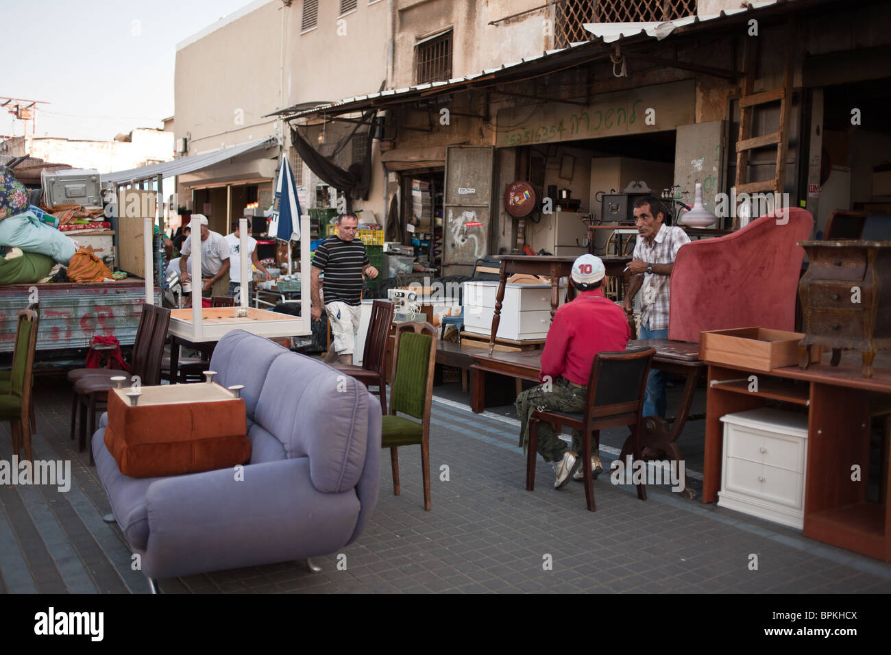 Flea Market Furniture Stockfotos & Flea Market Furniture Bilder - Alamy