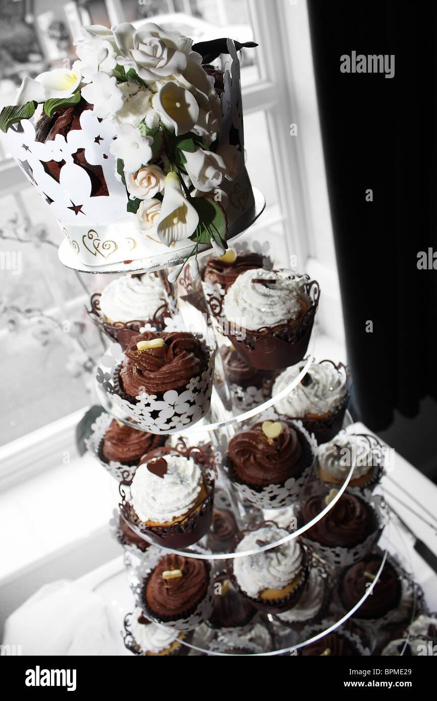 Eine Moderne Schokolade Und Vanille Cupcake Design Hochzeitstorte