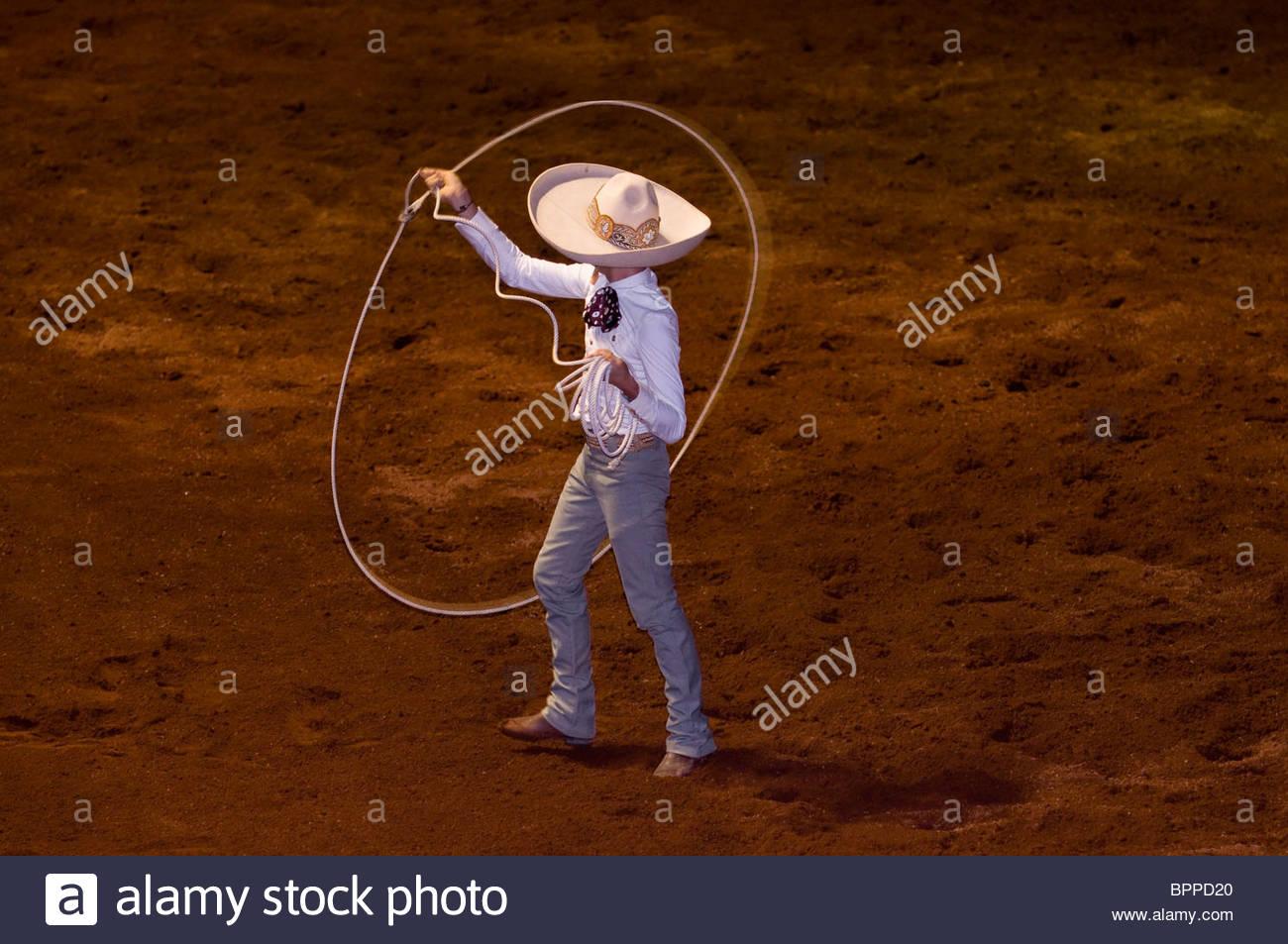 Eine Charreada (mexikanische Rodeo) auf dem Lienzo Charro Zermeno, Guadalajara, Jalisco, Mexiko Stockbild