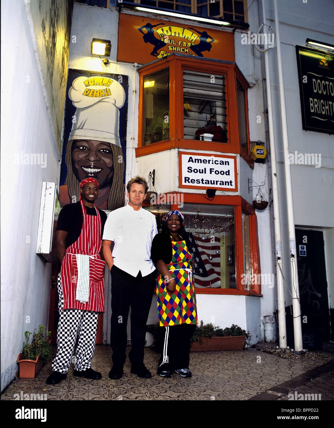 Gordon Ramsay Charita Jones Ramsay S Kitchen Nightmares Momma Cherri S Soul Food Shack 2005 Stockfotografie Alamy