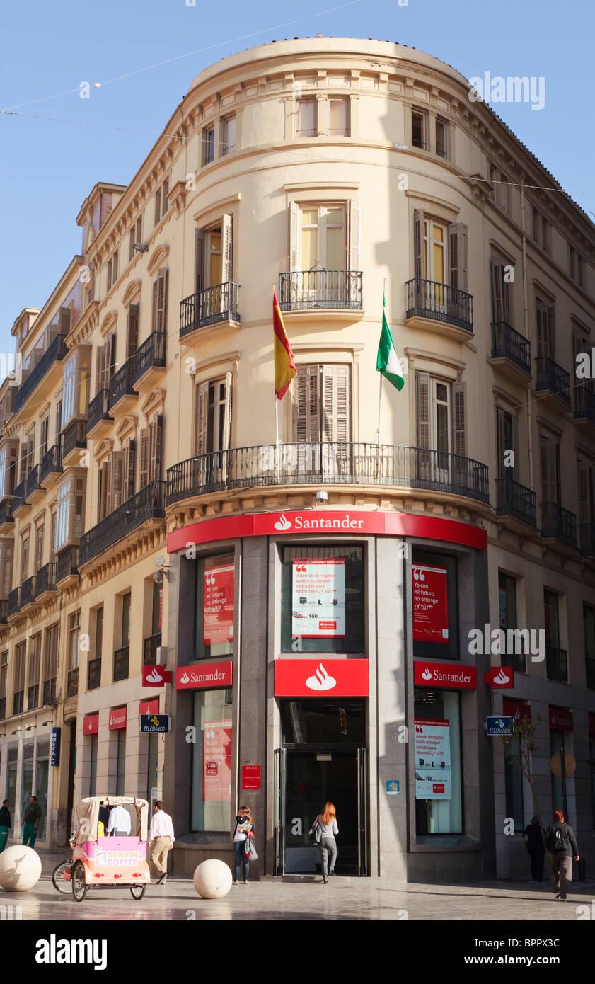 Zweig der spanischen Santander Bank in Calle Larios, Malaga, Provinz Malaga, Spanien. Stockbild