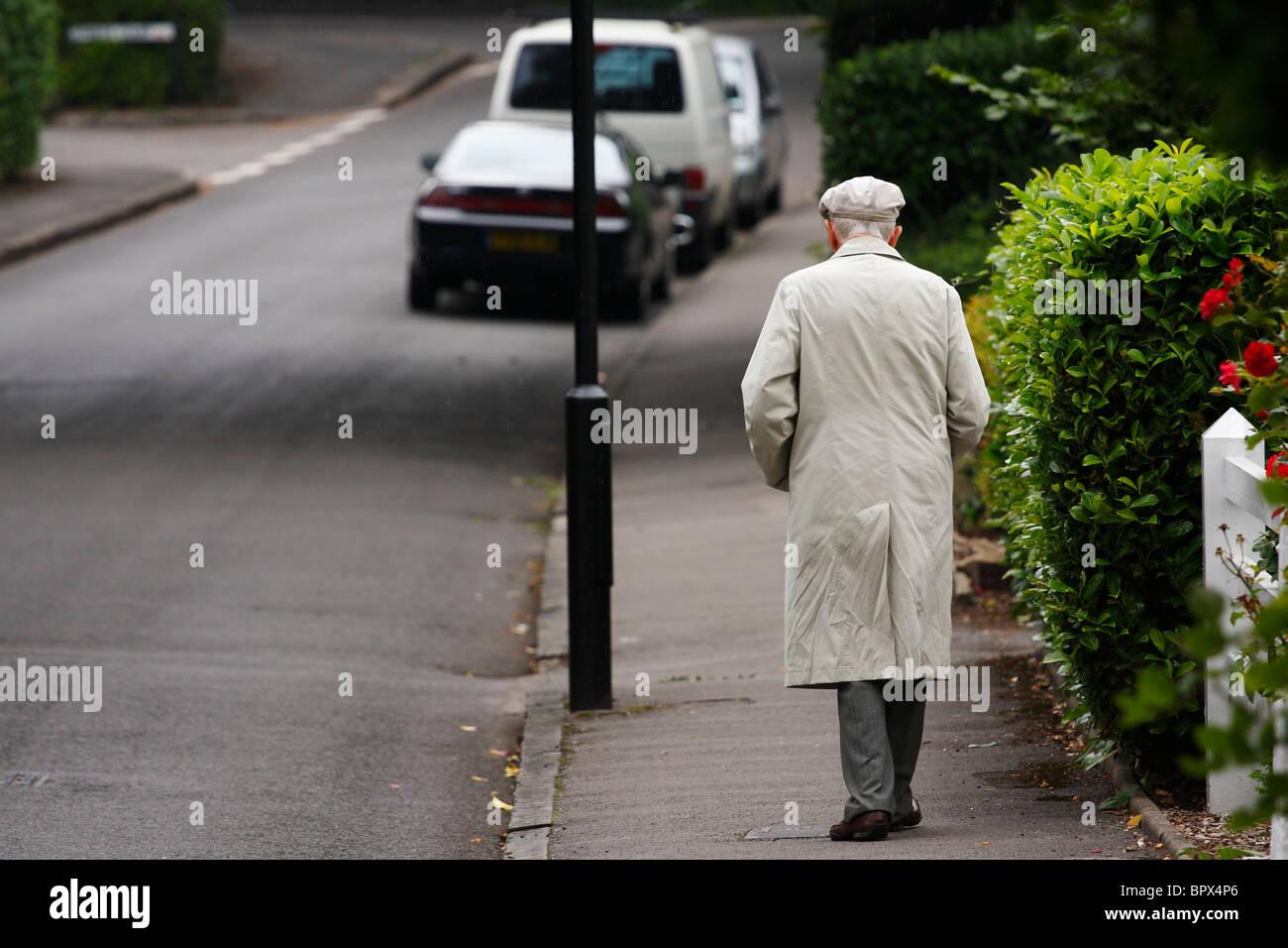Alter Mann auf Straße Stockfoto