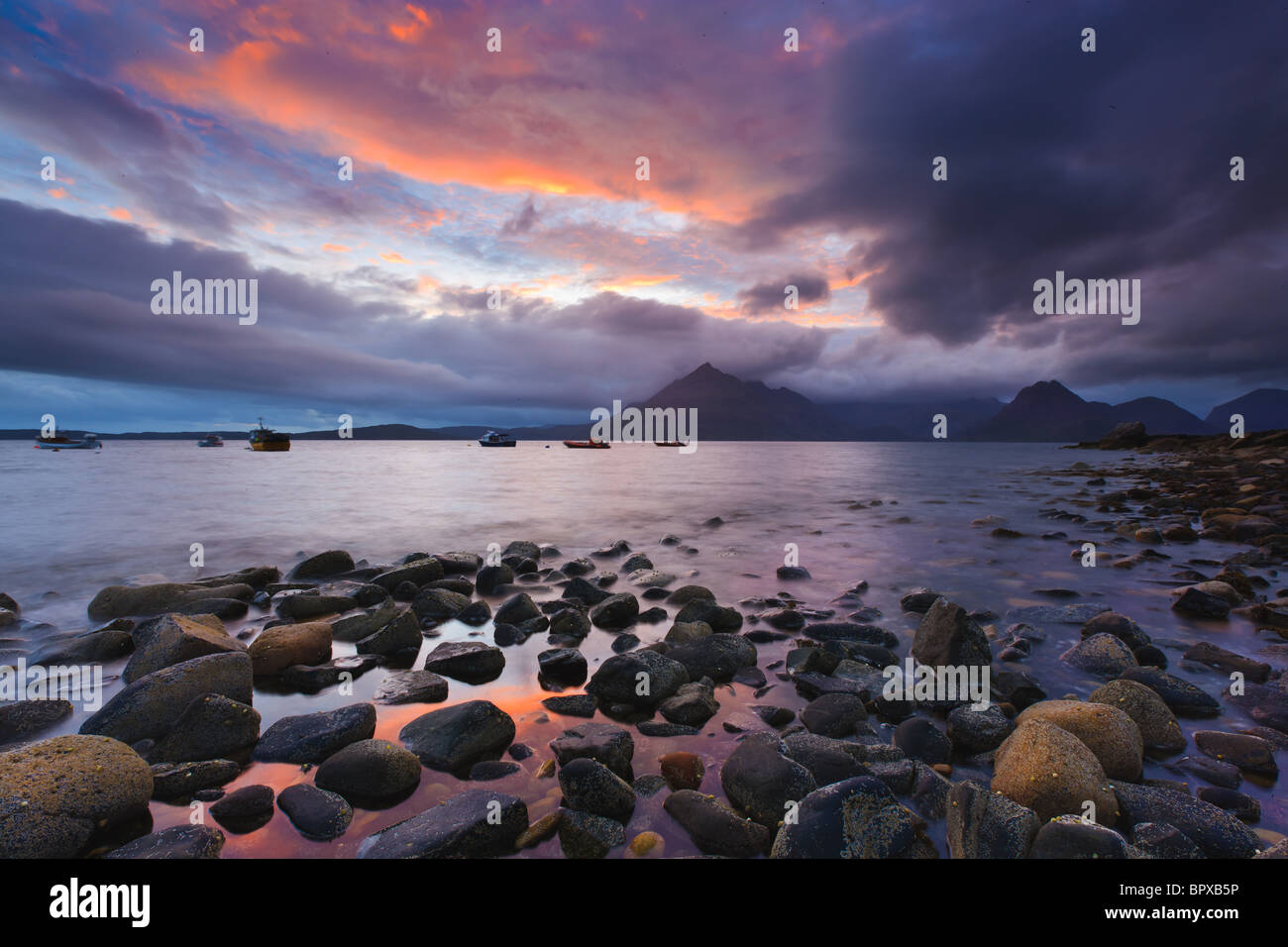 Sonnenuntergang am Strand Elgol, Isle Of Skye, Schottland Stockbild