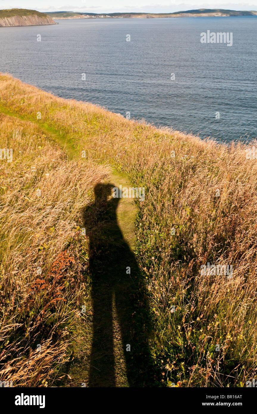 Lange Schatten der Fotograf im späten Nachmittag Licht, Sherwink Trail in der Nähe von Trinity East, Neufundland, Stockbild