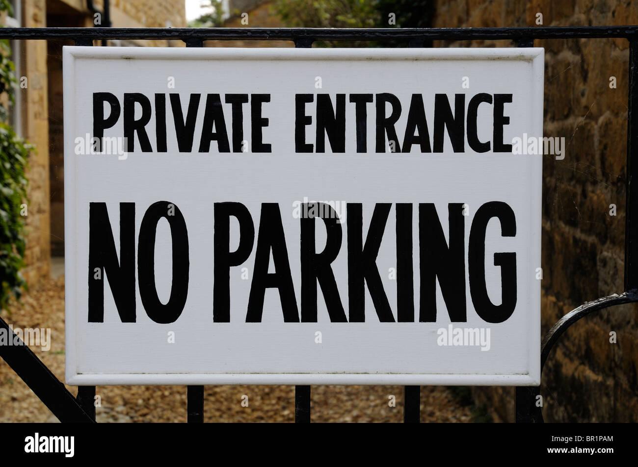 Privater Eingang keine Parkplätze Stockbild