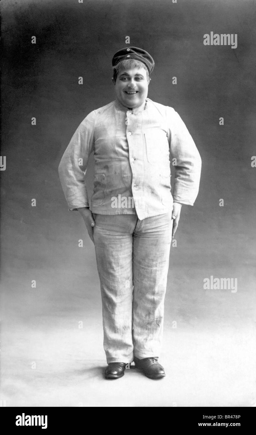 Historisches Bild, Mann der stämmig gebaut, ca. 1912 Stockbild