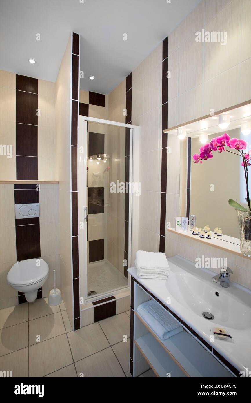 Eine separate kleine Dusche-Zimmer in einem Hotel ...