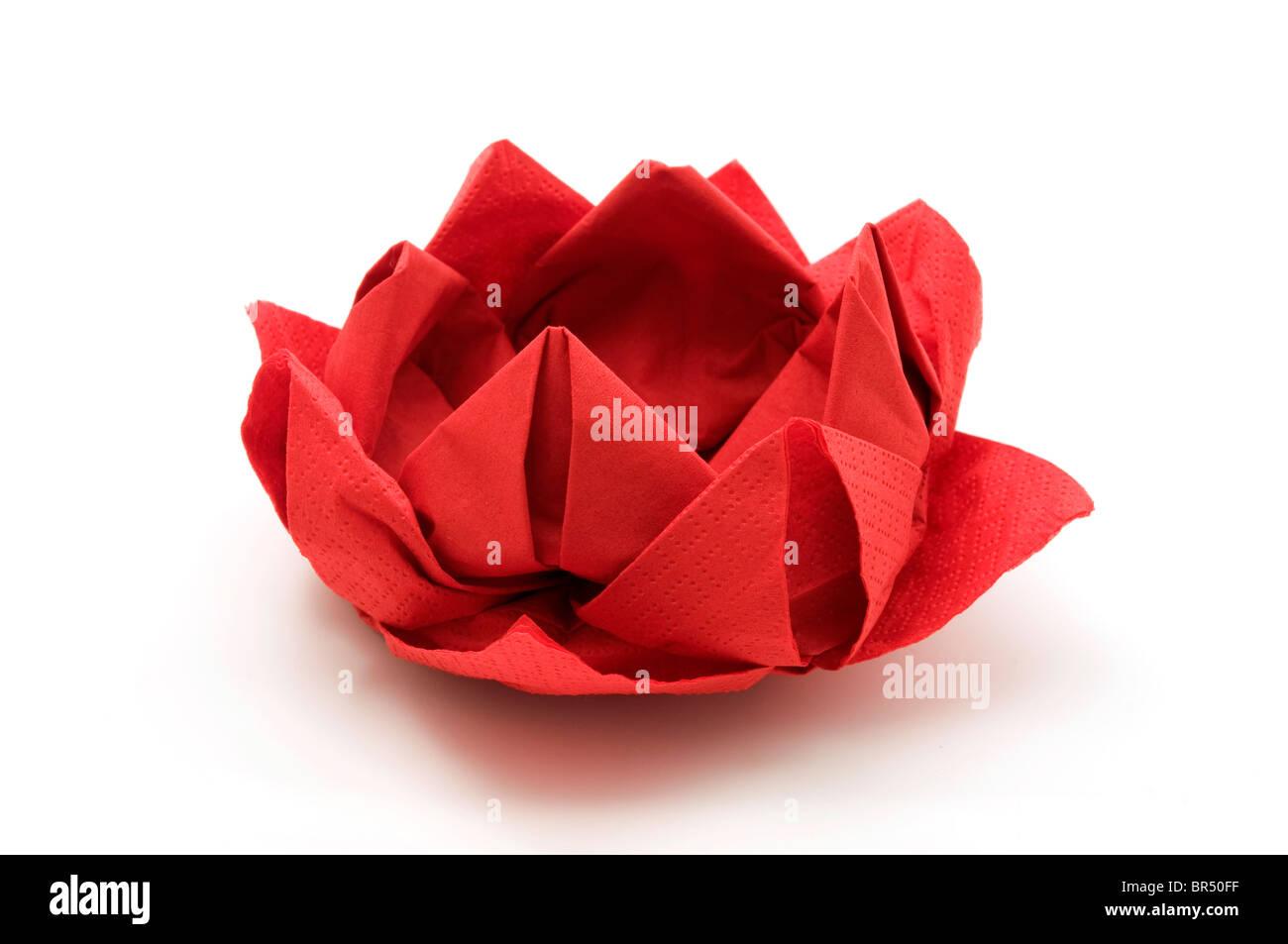 Roter Lotus Origami auf weißem Hintergrund Stockbild