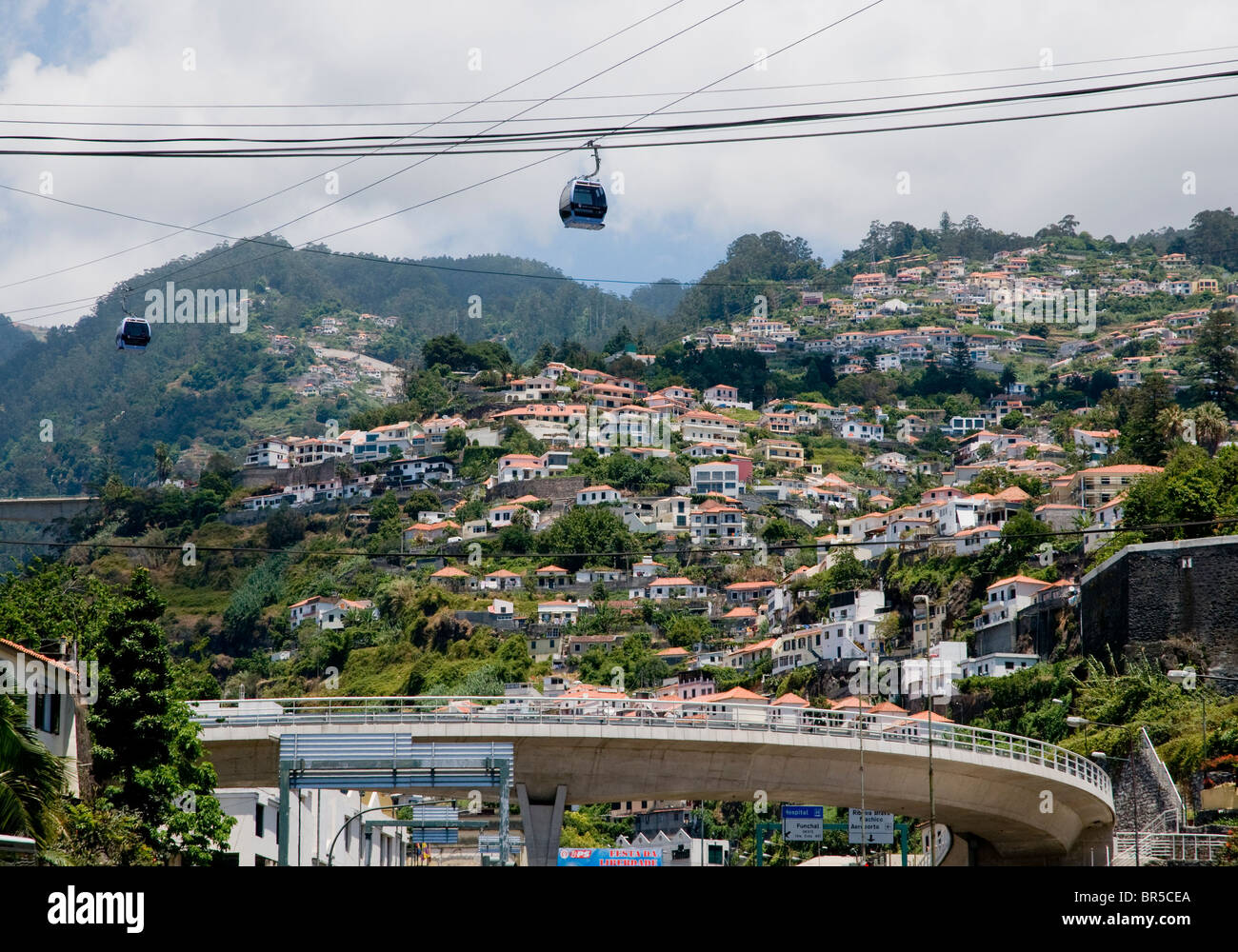 Das Zentrum von Funchal, der Hauptstadt von Madeira, zeigen verschiedene Transport- und Kommunikationsinfrastruktur. Stockbild