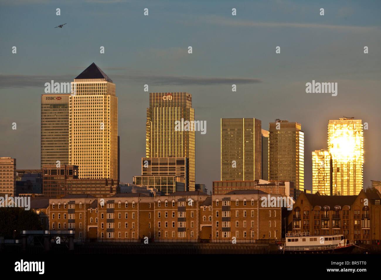 Ein Blick vom über der Themse gegenüber Canary Wharf und der Isle of Dogs. Stockbild
