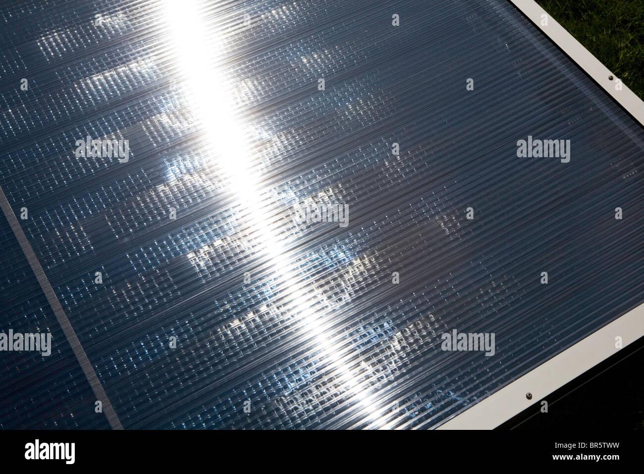 Amazing Eine Thermische Solarpanel Auf Dem Dach. Solare Wasser Heizungen Nutzen  Wärme Von Der Sonne, Neben Herkömmlichen Warmwasserbereiter Arbeiten.