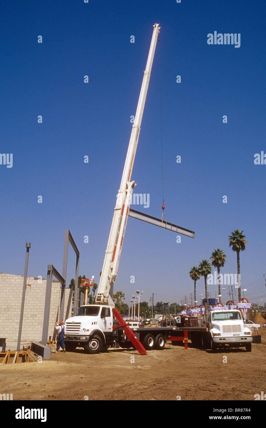 Kran LKW Aufzug Stahlträger Dachstuhl Gebäude bauen starke Kraft ...