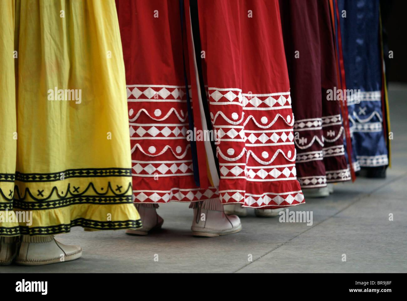 b2cd7cb783b3 Cherokee, North Carolina - Details der Kostüme von Chactaw indischen Frauen  während der Durchführung Stockbild
